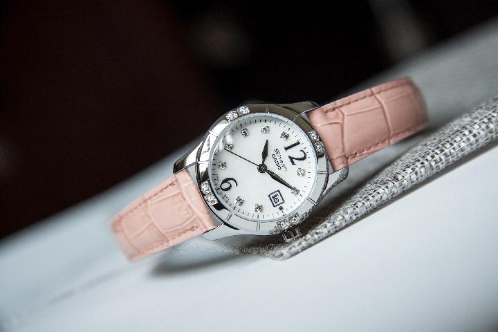Mặt đồng hồ Casio nữ SHN-4019LP-7ADR dây da màu hồng