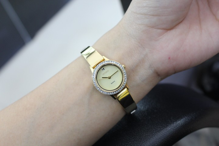 Trên tay chiếc đồng hồ giống hệt như vòng tay CitizenEJ6132-55P