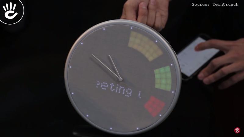 Glance Clock có thiết kế giống chiếc đồng hồ treo tường truyền thống với kim chỉ và mặt số hình tròn