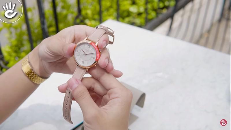 Thiết kế đồng hồ rất sang trọng mà cổ điển, phù hợp với các bạn nữ - SmartWatch FTW 5013