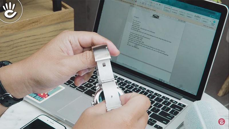 Với thiết kế dây đồng hồ Quick Release giúp các bạn dễ dàng thay thế dây hơn - Fossil Gen 3 Q Explorist