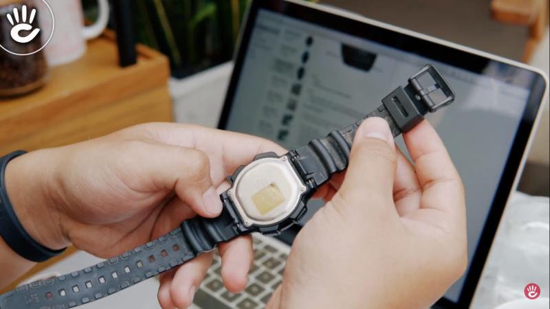 Mặt sau đồng hồ thiết kế chắc chắn cộng thêm nhiều tính năng cơ bản hữu ích - AE-1000W-1AVDF