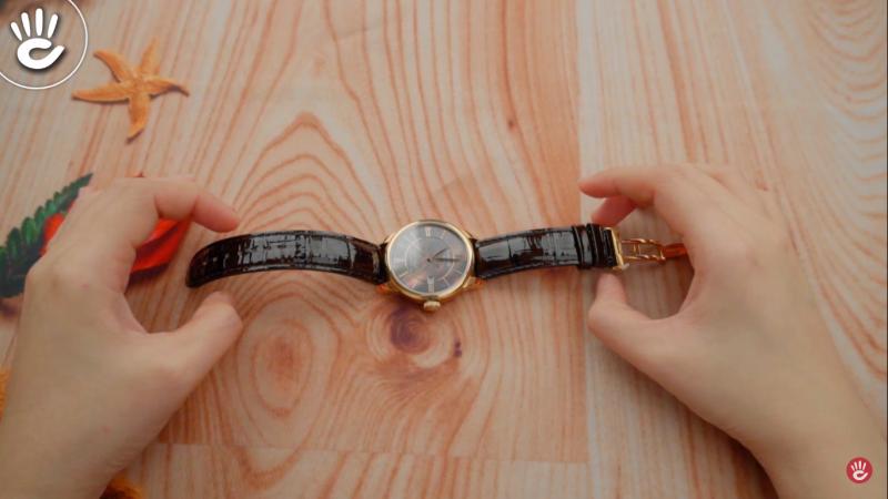 Dây đồng hồ được làm bằng da thật, phủ bóng tạo vẻ sang trọng, phong cách - T006.407.36.388.00