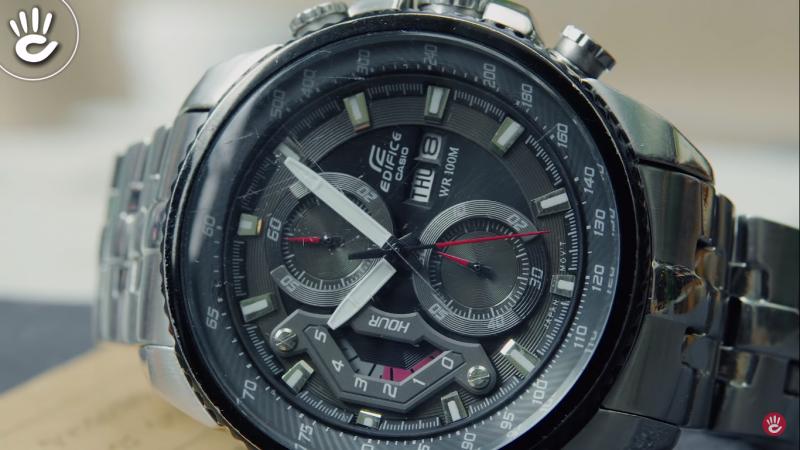 Bề mặt của đồng hồ fake dễ bị trầy