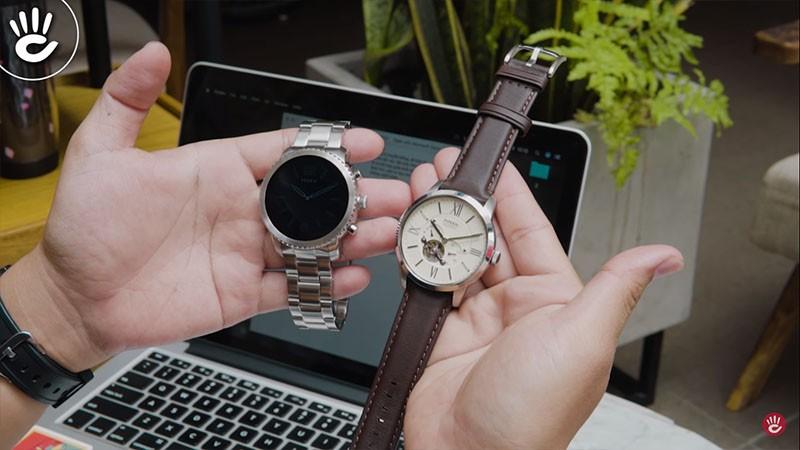 Bạn nên mua đồng hồ thông minh hay đồng hồ truyền thống vào lúc này