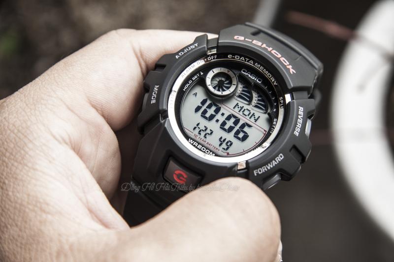 Phần màn hình thiết kế đơn giản, dễ dàng quan sát thời gian và thao tác trên đồng hồ - G-2900F-1VDR