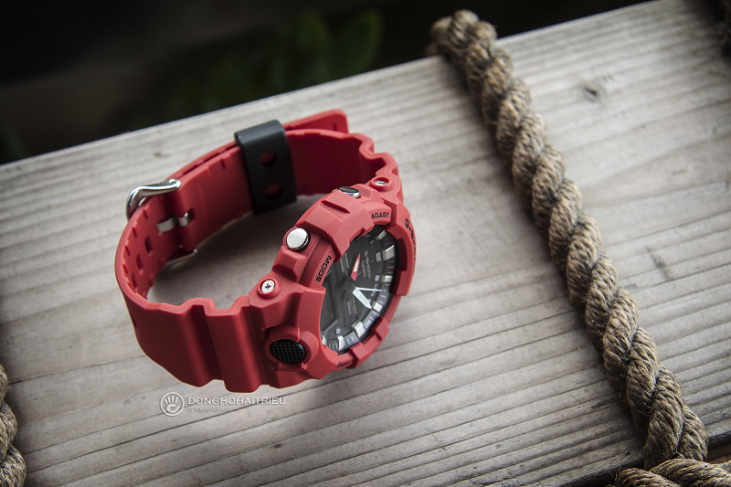 Đồng hồ được thiết kế dập nổi tạo sự mạnh mẽ và cá tính - GA-800-4ADR