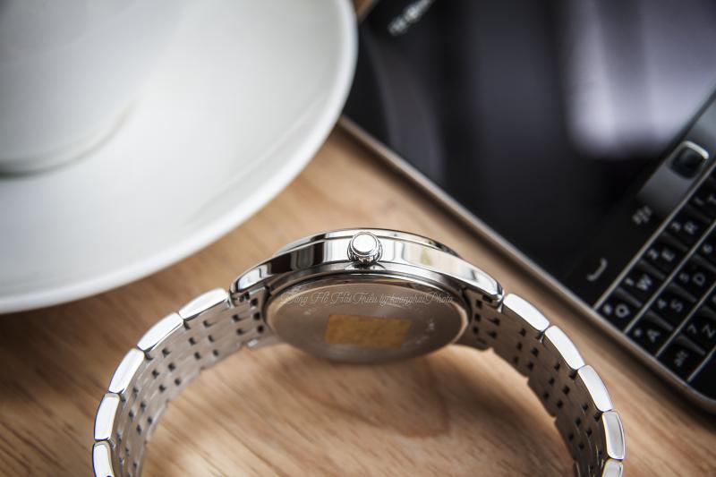 Ti chỉnh giờ được thiết kế khá cơ bản bên mạn phải của đồng hồ - BEM-312D-1AVPF