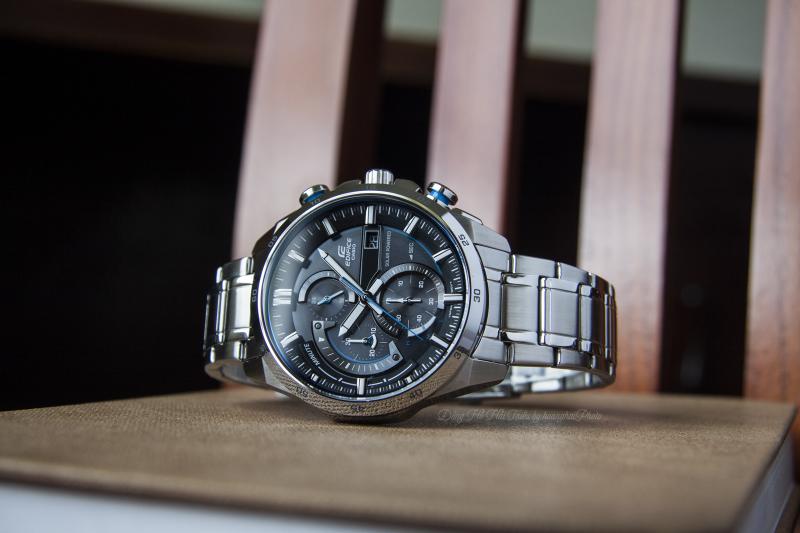 Thiết kế vỏ ngoài của chiếc đồng hồ mạnh mẽ, chắc chắn, hiện đại - EQS-600D-1A2UDF