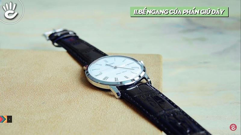 Nên đem đồng hồ ra cửa hàng uy tín để thay thế dây cho phù hợp