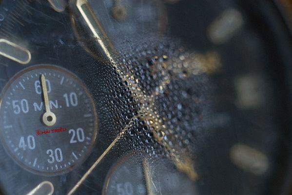 Chiếc đồng hồ có thể bị đọng hơi nước trên mặt số nếu bị nhiễm nước