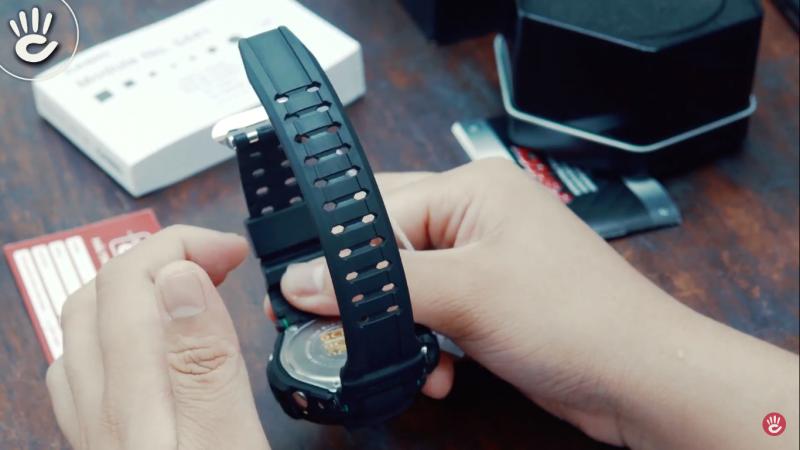 Dây được làm bằng cao su chắc chắn cùng với những tính năng cơ bản và nâng cao của chiếc đồng hồ - GA-1100-1A3DR