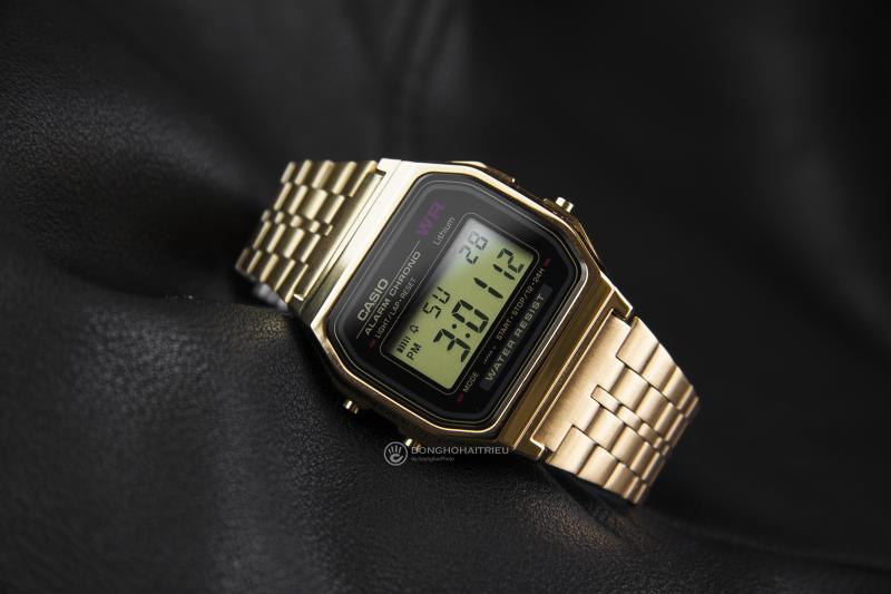 CasioA159WGEA-1DF với mặt số màu đen nổi bật, rất hợp khi phối với dây màu vàng gold