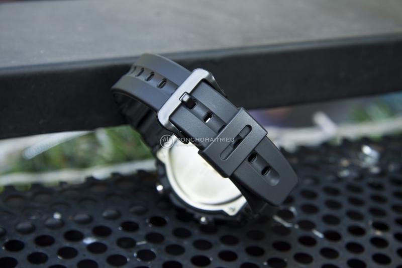 Đồng hồ nam Casio DW-290-1VS với vỏ ngoài màu đen mạnh mẽ, chắc chắn