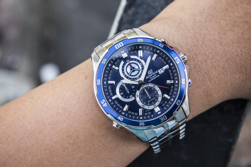 Thiết kế mặt đồng hồ tròn với nền xanh dương tạo sự sang trọng, nổi bật - EFR-547D-2AVUDF
