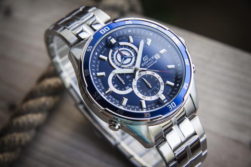 Đồng hồ Casio EFR-547D-2AVUDF với mặt số lớn phong cách thể thao mạnh mẽ, nền xanh sang trọng - EFR-547D-2AVUDF