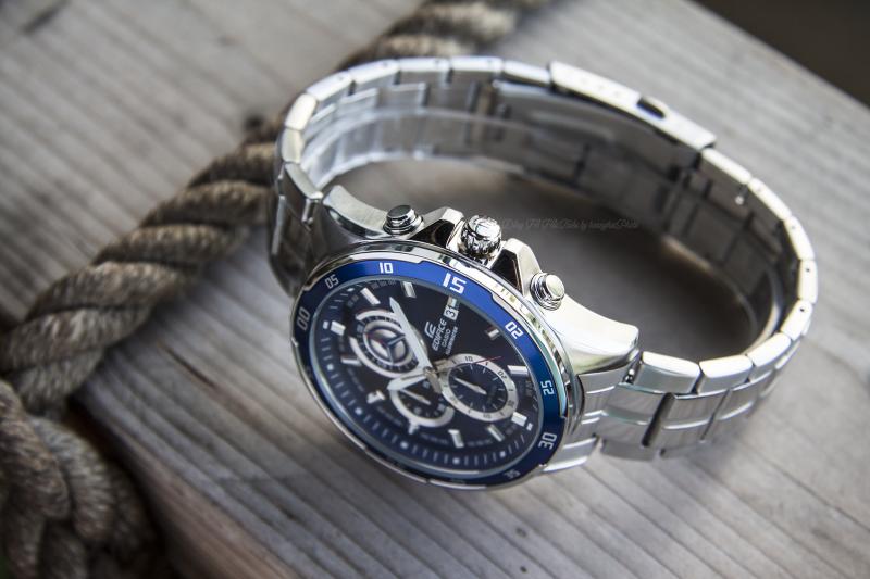 Đồng hồ có đèn LED có độ chiếu sáng cao giúp nhìn rõ trong đêm - EFR-547D-2AVUDF