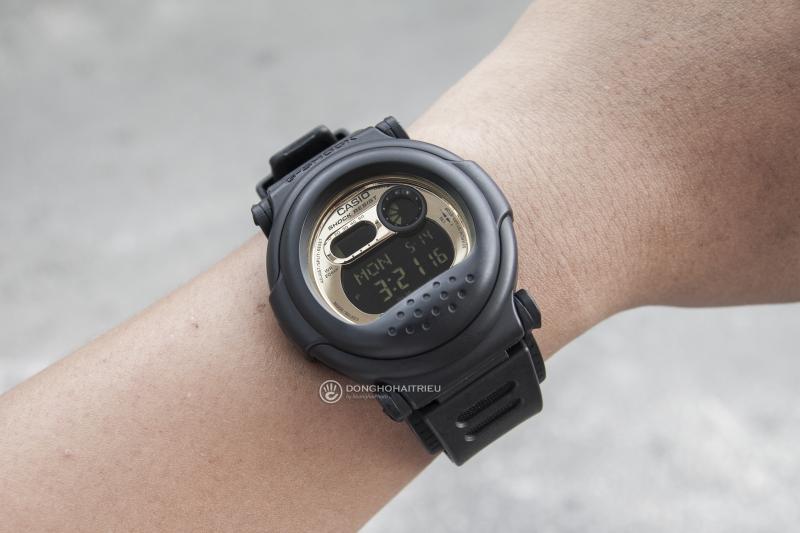 Đồng hồ G-Shock G-001CB-1DR được thiết kế kiểu dáng độc đáo, mặt đồng hồ vàng với màn hình điện tử - G-001CB-1DR
