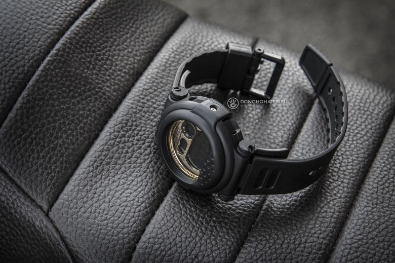 Phần vỏ và dây đeo được làm bằng nhựa cao cấp màu đen chắc chắn - G-001CB-1DR