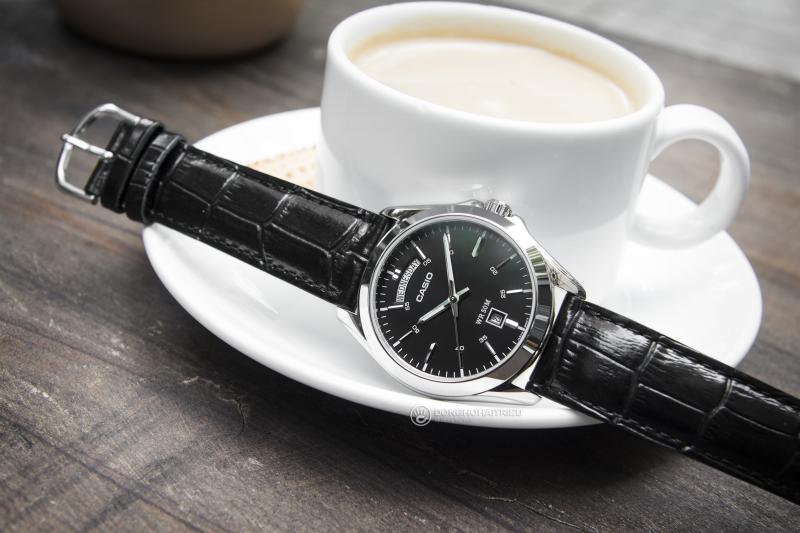 Casio là một hãng đồng hồ rất nổi tiếng của Nhật trên thị trường Việt Nam, với ưu điểm là cỗ máy tốt, thiết kế đẹp và giá thì vô cùng rẻ