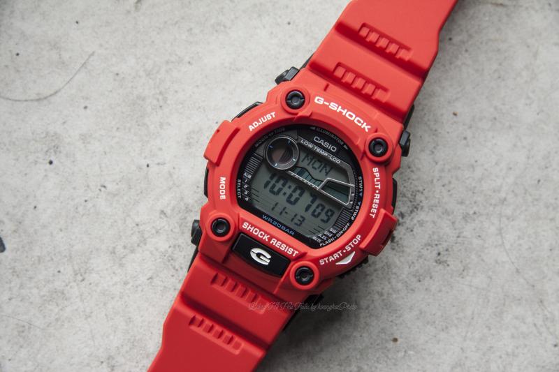Mẫu đồng hồ thời trang thể thao Casio G-Shock G-7900A-4DR với chất liệu cao cấp siêu bền,  vỏ ngoài có màu đỏ bắt mắt