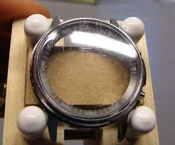 Mặt kính trầy xước gây ảnh hưởng đến tính thẩm mĩ của đồng hồ
