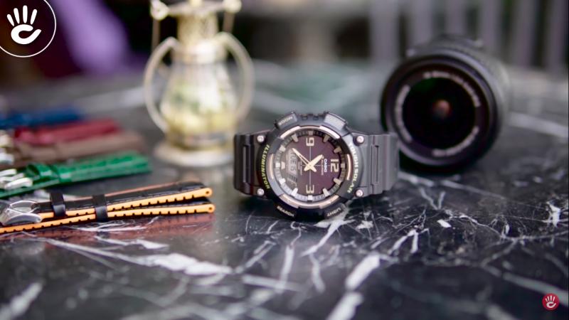 Mẫu Casio AQ-S810W-2A2VDF kết hợp giữa đồng hồ kim cùng với mặt số điện tử hiện thị đa chức năng  mang lại vẻ độc đáo cá tính cho các bạn trẻ