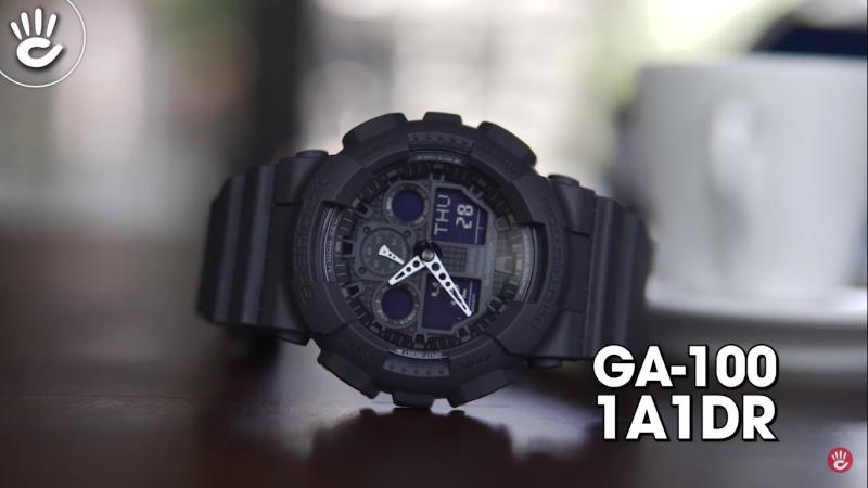 Mẫu G-Shock GA-100-1A1DR với tông màu đen đầy nam tính, mặt số điện tử với các chức năng đầy tiện ích