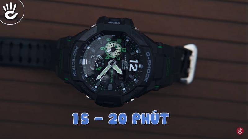 Thời gian sạc dạ quang cho đồng hồ đẹp nhất là khoảng 15 đến 20 phút