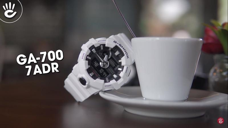 Mẫu G-Shock GA-700-7ADR với phần mặt số điện tử hiện thị nhiều chức năng mang lại nhiều trải nghiệm tiện ích