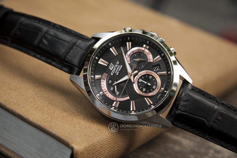 Đồng hồ Casio EdificeEFV-580L-1AVUDF là đại diện cho đồng hồ thể thao cổ điển: Thường có 3 đồng hồ phụ hiển thị các chức năng đến giờ, thiết kế mạnh mẽ