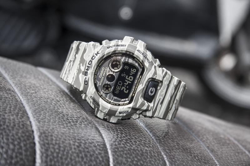 Chiếc đồng hồ Casio G-Shock GD-X6900CM-5DR mang phong cách quân đội với màu đen vàng rằn ri cá tính