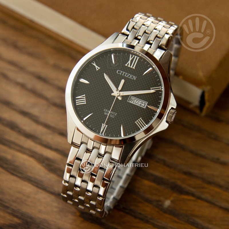 Thiết kế giản dị nhưng tinh tế của chiếc đồng hồ