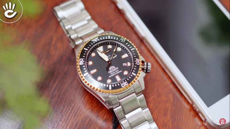 Orient RA-EL0003B00B với vẻ ngoài dày dặn kết hợp cùng thiết kế kim loại bạc mang đến  sự sang trọng, tinh tế dành cho phái mạnh