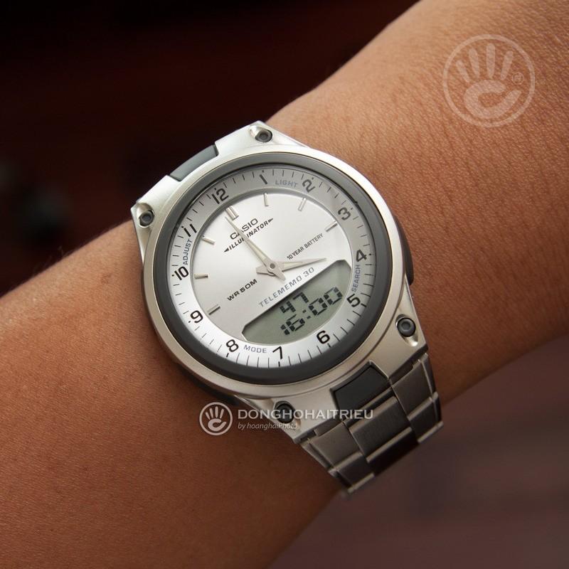 Chiếc đồng hồ Casio dây kim loại trẻ trung, năng động