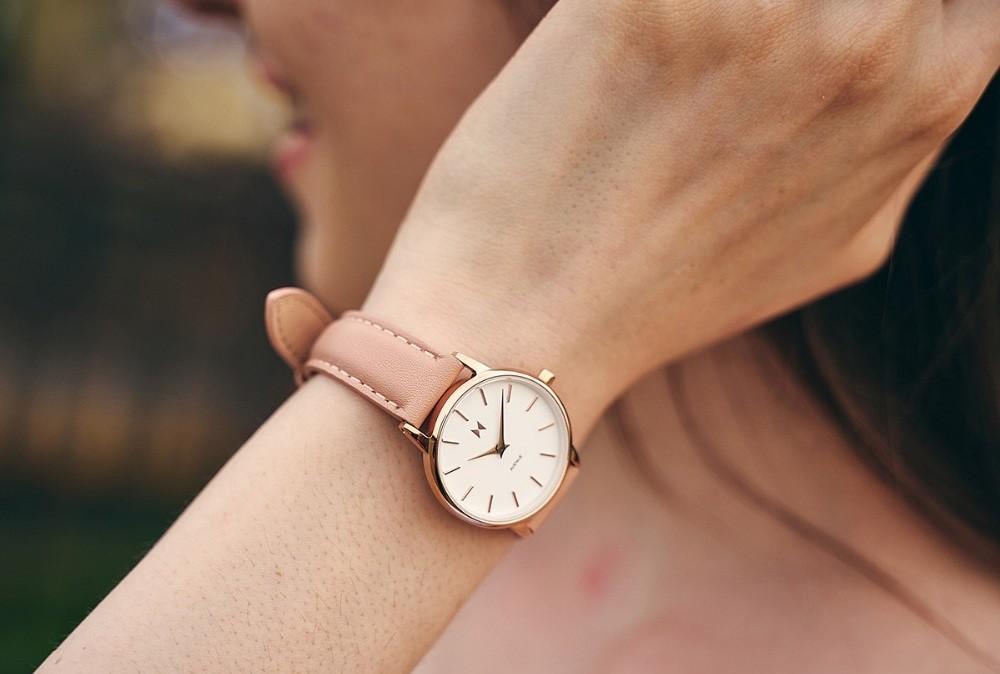 """Với giá cực rẻ nhưng lại không hề """"dởm"""" đồng hồ MVMT mang sứ mệnh đánh bay những chiếc đồng hồ fake giá rẻ khỏi thị trường"""