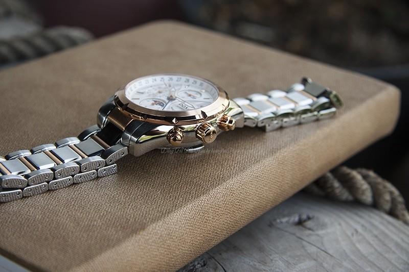 Để trang bị lịch cho cả một thế kỉ vào một chiếc đồng hồ cơ chắc chắn không phải đơn giản, và nếu có giá của nó cũng không hề rẻ chút nào