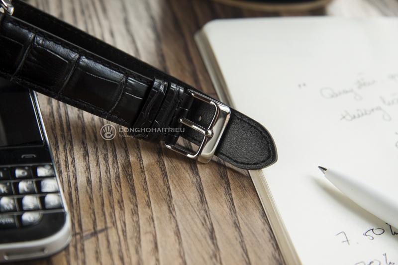 Dù được trang bị một bộ dây da khá đẹp nhưngCasio MTP-E120LY chỉ được trang bị khóa gài thông thường
