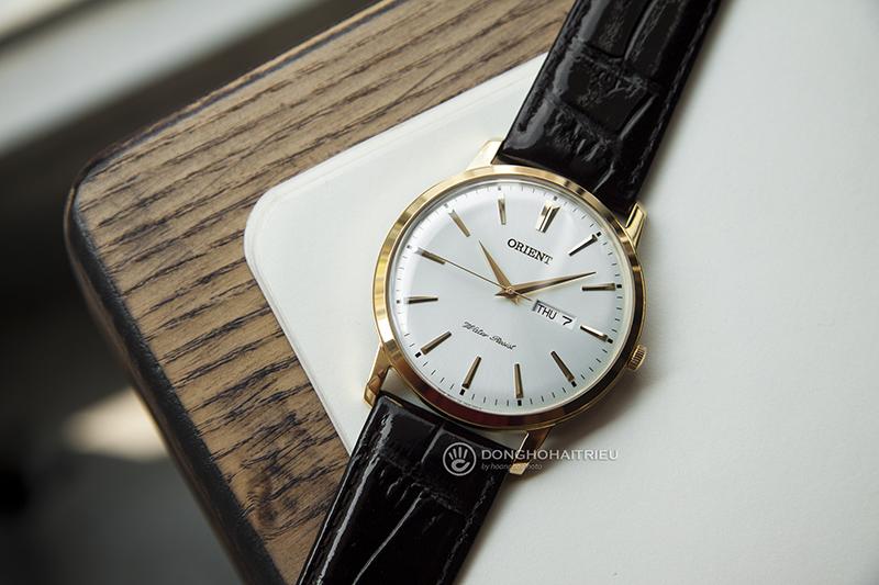 OrientFUG1R001W6 còn có màu bạc cho những người không thích sự bóng bẩy của đồng hồ mạ vàng