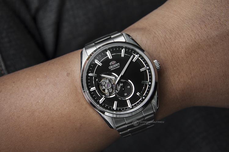 Orient RA-AR0002B10B đồng hồ cơ lộ tim sở hữu phong cách mạnh mẽ hình 4