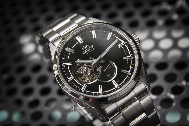 Orient RA-AR0002B10B đồng hồ cơ lộ tim sở hữu phong cách mạnh mẽ hình 2