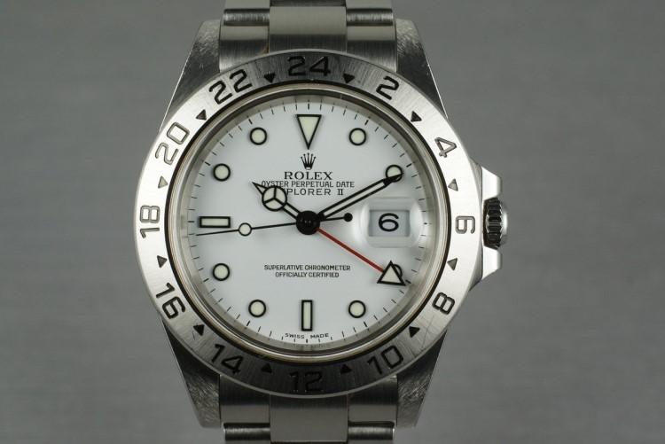 Top 4 đồng hồ mặt trắng siêu đẹp, siêu nổi bật cho mùa hè-hình1