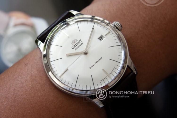 Top 4 đồng hồ mặt trắng siêu đẹp, siêu nổi bật cho mùa hè-hình7