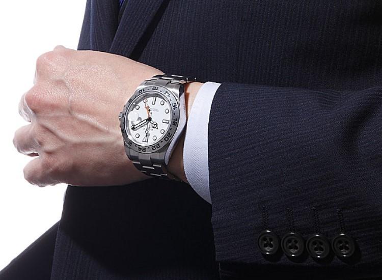 Top 4 đồng hồ mặt trắng siêu đẹp, siêu nổi bật cho mùa hè-hình2