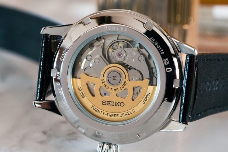 11 triệu nên mua đồng hồ pin Thụy Sỹ hay đồng hồ cơ Nhật Bản?-Hình4