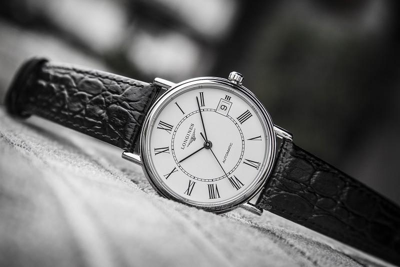 Đồng hồ Automatic là gì? Lưu ý và kiến thức sử dụng cơ bản - Ảnh: Longines L4.821.4.11.2