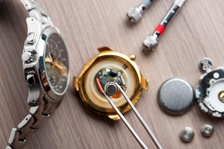 Đâu là dấu hiệu nhận biết đồng hồ hết pin