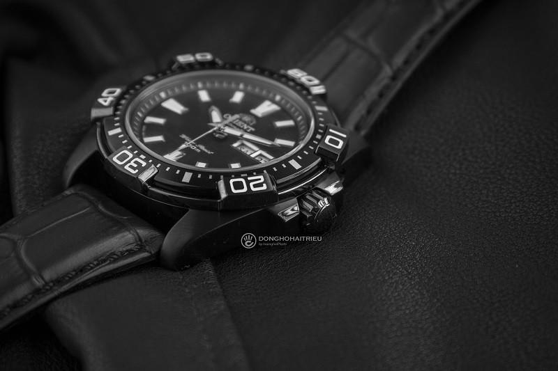 Review đồng hồ Orient FEM7R004B9: Kiểu dáng thể thao mạnh mẽ-4