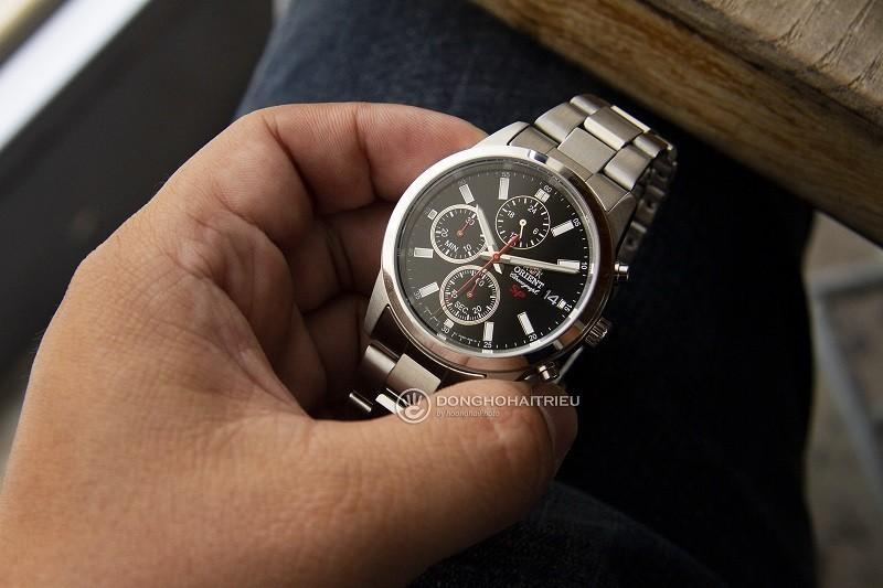 Review đồng hồ Orient FKU00002B0: Bạc nguyên khối sang trọng-2
