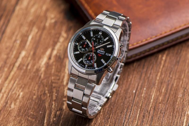 Review đồng hồ Orient FKU00002B0: Bạc nguyên khối sang trọng-5
